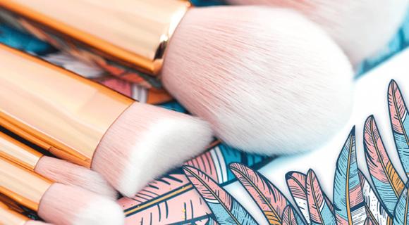 8 pędzli, które musisz mieć w swojej kosmetyczce. Zestaw profesjonalnych pędzli do makijażu Pink Ink.